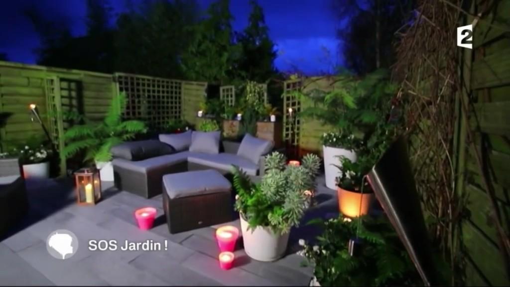 notre mobilier de jardin à la télévision ambiance nuit