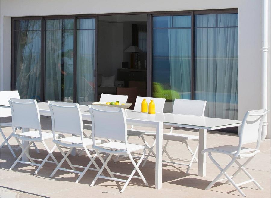 Mobilier de jardin blanc le charme et l 39 l gance le blog - Table de jardin qui reste dehors creteil ...