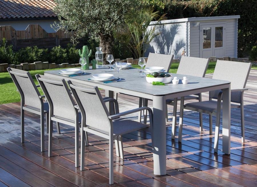 un nouveau salon terrasse table de repas Eole