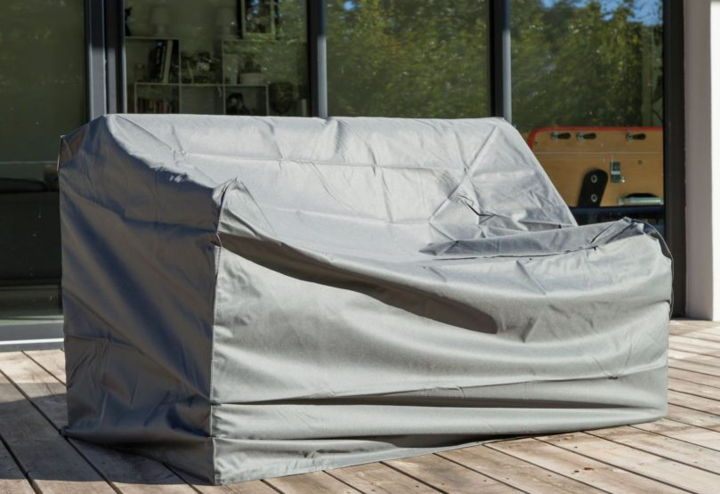 Comment protéger son mobilier de jardin l'hiver