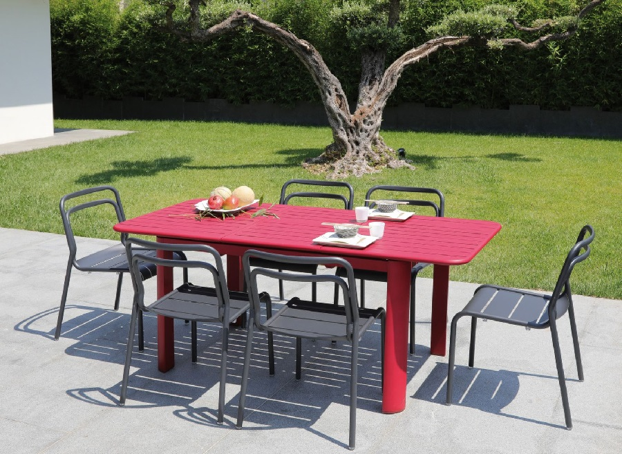 Nouvelles tables de jardin : mélange de couleurs ou de matières - Le ...