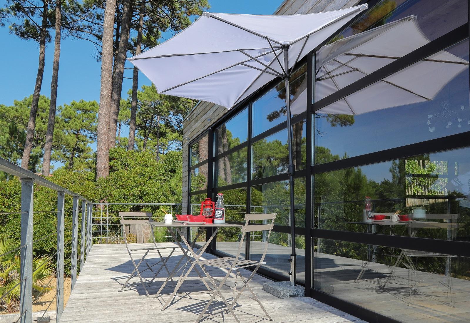 Table Pour Balcon Étroit petit parasol, la solution pour terrasses et balcons exigus