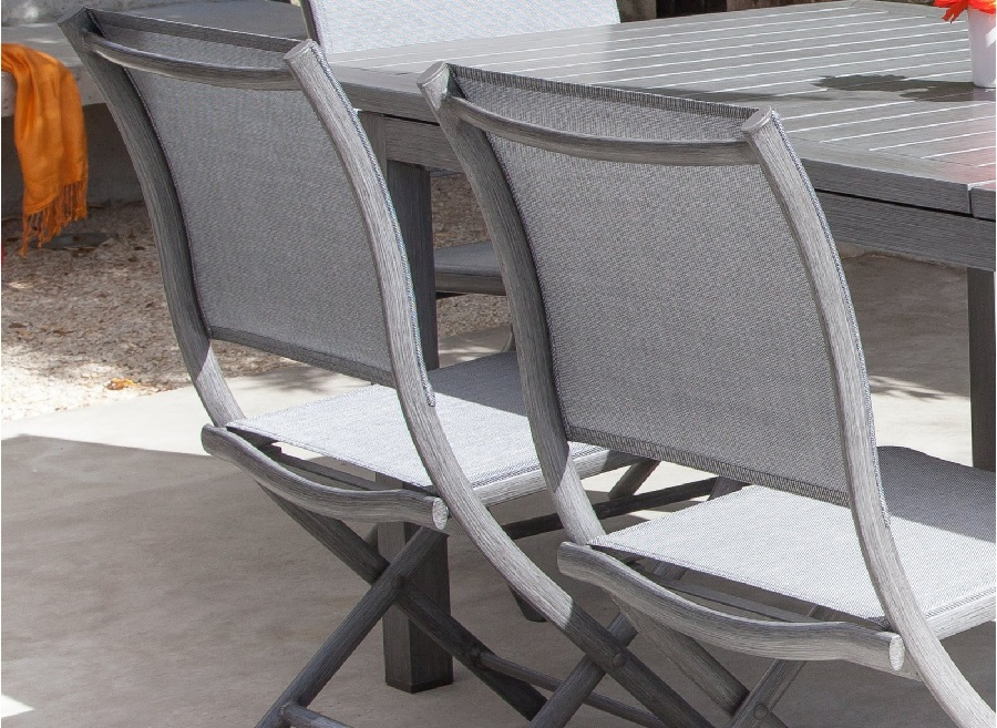 Nettoyer son mobilier de jardin avant l'hiver en aluminium et toile TPEP