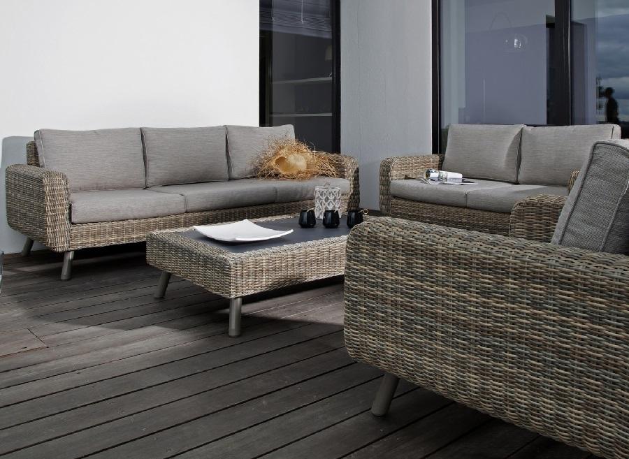 Nettoyer son mobilier de jardin avant l'hiver en résine tressée